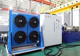 降低油壓溫度,冷凍機搭配OCS主動恆溫油冷卻機,溫降效果傑出更節能。