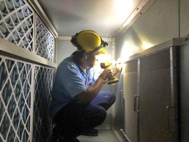 空調室原有HEPA高效濾網 加裝 NF鎳金屬油霧過濾器-以延長HEPA壽命-施工中