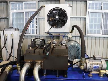 Large gantry grinder cooling system
