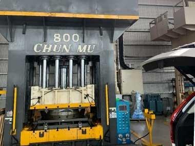 油壓合模機透過OCS主動恆溫油冷卻機,讓油溫與室溫同步