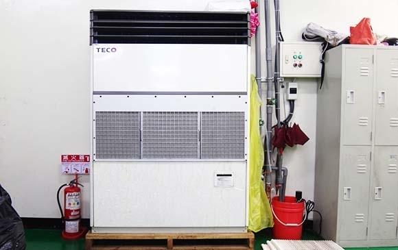 商用冷氣進氣口加裝油霧粉塵過濾器